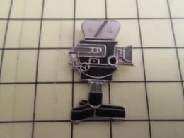 Pin313d Pin's Pins / Beau Et Rare : Thème CINEMA / CAMERA DE CINEMA SUR TREPIED - Films