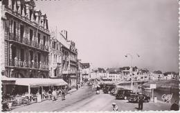Loire  Atlantique : LE  CROISIC    : Vue  Place   Boston Et Hotel  Masson - Le Croisic
