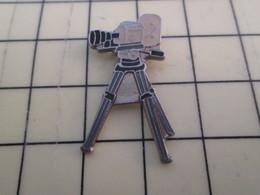 Pin313f Pin's Pins / Beau Et Rare : Thème CINEMA / CAMERA SUR TREPIED - Films