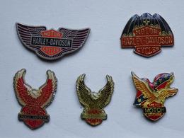 Lot De 5 Pin's Motos Harley Davidson Cycle Aigle Motor - Motorbikes