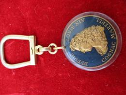 Porte-clés Publicitaire/Boisson/COGNAC Martell//Inclusion Dans Plexiglass/250éme Anniversaire/Louis XIV/1965      POC286 - Porte-clefs