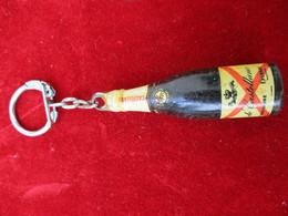 Porte-clés Publicitaire/Boisson/Champagne De CASTELLANE/ Plastique Massif Peint / EPERNAY/ Vers 1960    POC287 - Porte-clefs