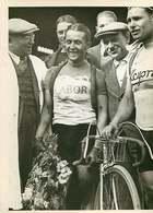 110618 - PHOTO DE PRESSE 1938 SPORT CYCLISME Arrivée De ROMAIN MAES Gagnant Circuit De Paris - Vélo - Sports