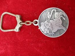 Porte-clés Publicitaire/Boisson/Vins TIGRON/Marque Nationale/ LaitonNickelé/ Vers 1960    POC290 - Porte-clefs