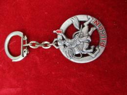 Porte-clés Publicitaire/Boisson/PICON / Aluminium Peint/Cavalier  Et Bouteille/ Vers 1960    POC292 - Porte-clefs