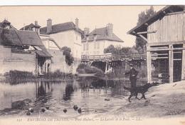 PONT HUBERT - Le Lavoir Et Le Pont - France