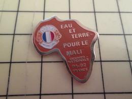 413H Pin's Pins : BEAU ET RARE :  THEME ASSOCIATIONS / LION'S CLUB EAU ET TERRE POUR LE MALI  OEUVRE NATIONALE 91-92 - Verenigingen