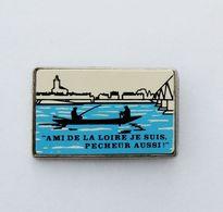 Pin's Pêche Barque Ami De La Loire Je Suis Pêcheur Aussi - Transportation
