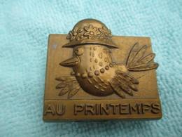 Ecole/Taille Crayon Publicitaire/Grand Magasin/AU PRINTEMPS/Oiseau Volant Au Chapeau/Plastique/Vers 1960         CAH179 - Sonstige