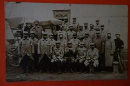 CARTE PHOTO MILITAIRES -AMBULANCE  ET INFIRMIERS MILITAIRES- ECRITE EN 1915 - Militaria