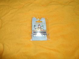 PIN'S NEUF NEVEUX TRN WAGON. DISNEYLAND PARIS RAILROAD. / EDITION LIMITEE 600 EXEMPLAIRES.. - Disney