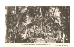 CPA Indochine Un Coin De Village Au Milieu Des Cocotiers - Cartes Postales