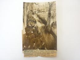 66 Photo BOURG MADAME LES SOLDATS NATIONALISTES QUI ONT OPTE POUR FRANCO RENTRENT EN ESPAGNE - Autres Communes