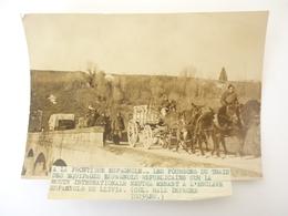 66 PHOTO LLIVIA LES FOURGONS DU TRAIN DES EQUIPAGES ESPAGNOLS REPUBLICAINS - Autres Communes