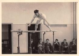 ¤¤  -  Cliché D'un Gymnaste Aux Barres-Parallèles En 1956   -  Gymnastique , Sport   -  ¤¤ - Gimnasia