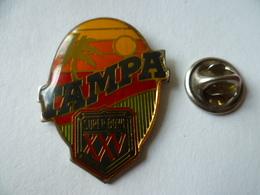 PIN'S  FOOTBALL  AMERICAIN TAMPA SUPER  BOWL  PALMIER SOLEIL - Badges