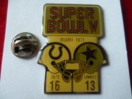 PIN'S  FOOTBALL  AMERICAIN   SUPER BOWL  MIAMI 71 - Badges