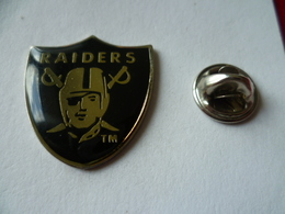 PIN'S  FOOTBALL  AMERICAIN    LOS ANGELES  RAIDERS - Badges