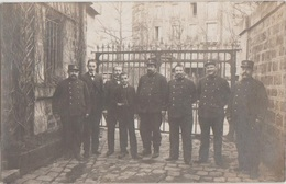 CPA PHOTO 75 PARIS XVII 1 Boulevard Berthier Porte De Clichy Octroi Fortifs Groupe De Gardiens Gabelous Rare - Distrito: 17