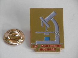 Pin's - Lycée LA MARTINIERE DUCHERE Ville LYON 69 Rhône - Microscope - Administrations