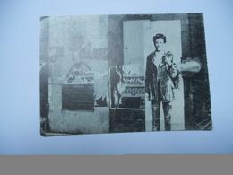 THEMES HOMME CARTE ANCIENNE SANS ECRITURE DE 1978 RIMBAUD DANS PARIS - Artistes