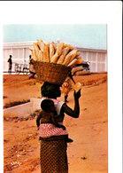 REPUBLIQUE POPULAIRE DU BENIN PORTEUSE DE PAINS BELLE CPSM 15X10,5 Bon état Voir Scans - Benin