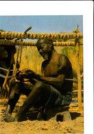 Tisserand KIRIDI Au CAMEROUN Belle CPSM 15X10,5 Animée Bon état Voir Scans - Cameroun