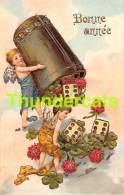 CPA EN RELIEF GAUFREE ANGE  BONNE ANNEE EMBOSSED NEW YEAR CARD ANGEL CUPID DEE DICE GAME JEU - Anges