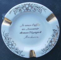 Cendrier Souvenir D'ANDORRE En Porcelaine De Limoges, Texte Brillant - Ashtrays