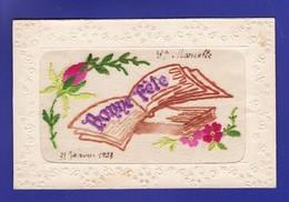 Cpa Brodée Bonne Fete Livres Et Fleurs 1923 (ECRITURE SUR CPA Très Très Bon état ) WW300) - Brodées