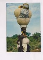 CPM AFRIQUE EN COULEUR, MERE AFRICAINE En 1984! - Postcards