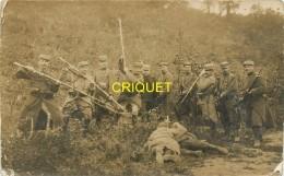 Guerre 14-18, Carte Photo-montage De Poilus Attaquant Des Allemands à La Baïonnette - Guerre 1914-18