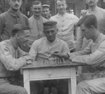 Soldaten Lazarett Schach échecs Chess   Allemande Carte Photo-guerre - Guerre 1914-18