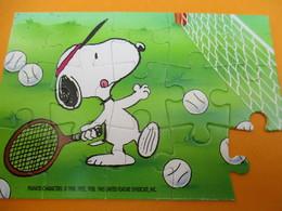 Petit Puzzle Moderne / 15 Piéces/ SNOOPY Joue Au Tennis / PEANUTS Characters/ Vers1990    JE207 - Puzzle Games