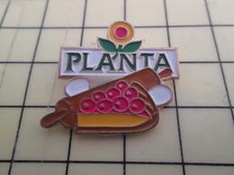 617 Pin's Pins / Beau Et Rare : Thème ALIMENTATION / GATEAU TARTE CERISES MARGARINE PLANTA - Food