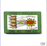 Pin's Espace - Passage De La Comète De Halley 1986. Estampillé © Pinsboy 1985. EGF. T504-09 - Space