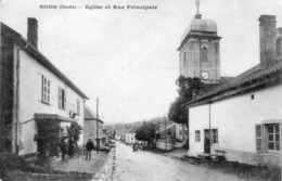 CPA De NODS (Doubs). Eglise Et Rue Principale. Circulée En 1920. Bon état. - Altri Comuni