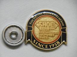 Pin's - SHOEI Forbetter Concentration Marque De Casques MOTOS Fabrication Japonaise - Pin 's à Vis - Markennamen