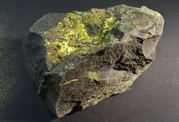Whitmoreite ( 2.5 X 1 X 1 Cm )Mont Des Groselliers  Blaton - Hainaut - Belgique - Minerals