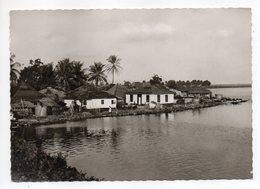 Libéria--MONROVIA  ???  --Habitations Au Bord Du Fleuve - Liberia
