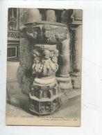 Tréguier Intérieur De La Cathédrale : Le Vieux Bénitier En Granit (n°177 ND) - Tréguier