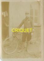 Guerre 14-18,  Photo Originale Dun Poilu Cycliste Du Q G Du 11ème Corps D'Armée, Beau Document - Weltkrieg 1914-18