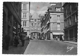 Cpsm: 35 SAINT MALO - La Place Du Pilori, Rue Gouin De Beauchêne (animée, Voiture Traction Citroen) 1965  N° 242 - Saint Malo