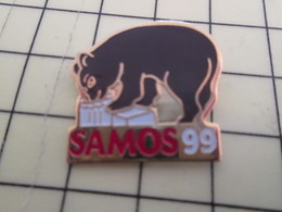 715b Pin's Pins / Beau Et Rare : Thème ALIMENTATION / FROMAGE SAMOS 99 OURS BRUN GOURMAND - Food