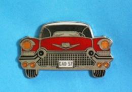 1 PIN'S  //   ** CADILLAC / ELDORADO / BIARRITZ  57  CONVERTIBLE ** . (Démons & Merveilles ©) - Badges