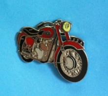 1 PIN'S  //   ** MOTO ** BSA A65 / STAR TWIN ** . ((Démons & Merveilles ©) - Motorbikes