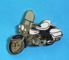 1 PIN'S  //   **  MOTO ** HARLEY DAVIDSON / ÉLECTRA GLIDE ** . ((Démons & Merveilles ©) - Motorbikes