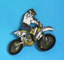 1 PIN'S  //   ** MOTO CROSS N°3 / SUZUKI RM-Z45 ** . (Démons & Merveilles) - Motorbikes
