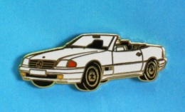 1 PIN'S  //   ** MERCEDES BENZ 500 SL / CABRIOLET ** . (Mercedes 500 SL) - Mercedes