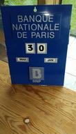 CALENDRIER PERPETUEL,,,,,BANQUE NATIONALE De PARIS, ,,,BNP,,,, 32 X 24 Cm ,,,,,PARFAIT ETAT,,,,,PLASTIQUE  BLEU _ - Calendars